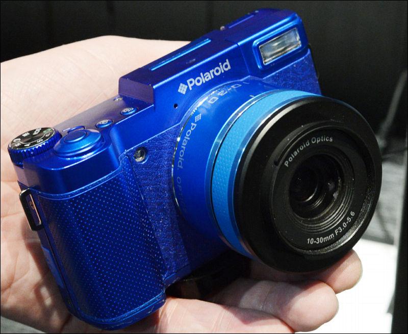 2ce4e2d230f3e Polaroid sensor in the lens cameras. Proper camera
